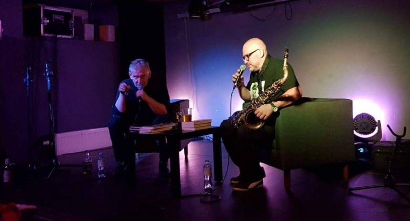 Spotkania, Marcin Świetlicki Mariusz Czubaj Łowiczu Opowiedzieli swoich nowych książkach - zdjęcie, fotografia