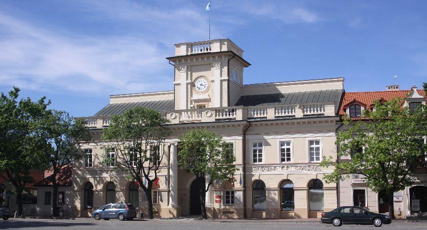 Urząd Miejski, Znamy projekt budżetu Łowicza inwestycje zaplanowano ponad - zdjęcie, fotografia