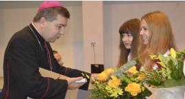 Biskup Wojciech Osial w ZSP nr 3 w Łowiczu