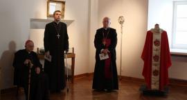 Cenne pamiątki na wystawie z okazji 25-lecia diecezji łowickiej