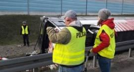 Utrudnienia na autostradzie A2 po wypadku autokaru