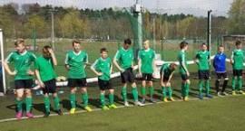 Młodzi piłkarze Pelikana grali ze zmiennym szczęściem