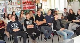 Młodzież II LO z wizytą w PUP i ZK