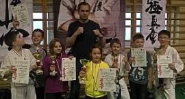 Pięć krążków łowickich karateków
