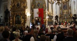 Czarna Madonna jest już w łowickiej katedrze