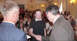 Burmistrz nagrodził najzdolniejszych uczniów