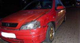 Kolizja trzech aut na skrzyżowaniu w centrum Łowicza