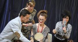 """""""Kopciuszek"""" w SP 4 w Łowiczu. Nauczyciele zagrali dla uczniów"""
