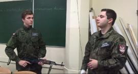 Mundurówka z ZSP 1 uczyła się posługiwać bronią