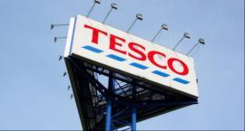Poranna ewakuacja klientów Tesco