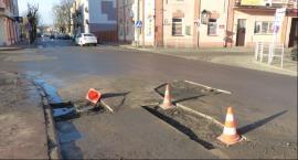 ZUK łata jezdnię na Podrzecznej i Blichu