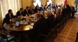 Pomnik smoleński w Łowiczu. Gorąca dyskusja na sesji Rady Miejskiej (VIDEO)