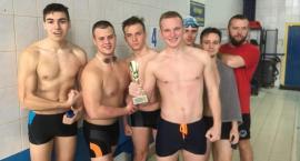 Licealiści z Łowicza rywalizowali na pływalni