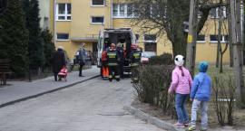 Strażacy pomogli dostać się do starszego mężczyzny