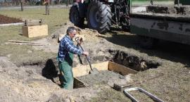 Trwają prace na Skwerze Ofiar Katastrofy Smoleńskiej w Łowiczu
