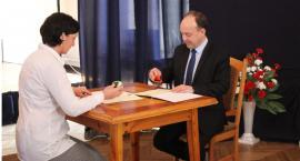 Patriotyczna akademia w Łowiczu. ZSP nr 1 i SP nr 3 z umową o partnerstwie