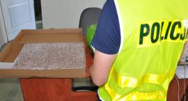 Nielegalne papierosy i alkohol w mieszkaniu 56-letniej łowiczanki