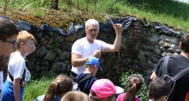 Dzieciaki odwiedziły ruiny łowickiego zamku