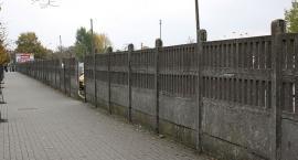 Jest zgoda na rozbiórkę betonowego ogrodzenia