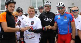 Mundur na rowerze w Łowiczu. Funkcjonariusze pomagają poszkodowanym kolegom