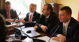Radni mieli obniżyć pensję burmistrzowi Łowicza, ale tego nie zrobili
