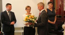 Władze Łowicza podziękowały za pracę wieloletniej urzędniczce ratusza