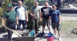 """""""Dziesiątacy"""" z Łowicza zachęcają do akcji porządkowania mogił wojskowych"""
