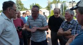 Protest rolników i pracowników OSM przed spódzielnią