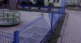 Akt wandalizmu na placu zabaw przy ulicy Powstańców