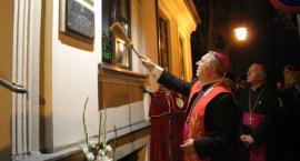 Nuncjusz apostolski, abp Salvatore Pennacchio  odsłonił w Łowiczu pamiątkową tablicę