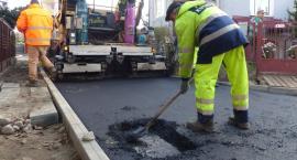 Rozpoczęło się asfaltowanie ul. Słowackiego i Norwida [FOTO, VIDEO]