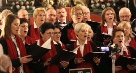 """Koncert """"Wolność krzyżami się mierzy"""" w łowickiej katedrze (ZDJĘCIA, VIDEO)"""
