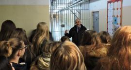 Studenci i uczniowie podstawówki poznawali specyfikę pracy w ZK