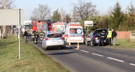 Wypadek drogowy z udziałem radiowozu pod Łowiczem. Ranni policjanci