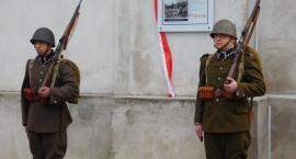 Tablica upamiętni związki Łowicza z Błękitną Armią