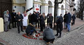 Mieszkańcy Łowicza oddali hołd zmarłemu prezydentowi Gdańska (ZDJĘCIA)