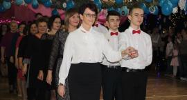 Zatańczyli poloneza na balu choinkowym (ZDJĘCIA, VIDEO)
