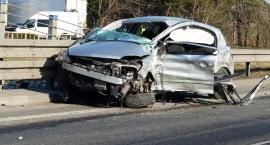 Groźny wypadek na DK nr 92 pod Łowiczem. Opel wjechał wprost pod tira