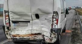 Wypadek z udziałem trzech pojazdów dostawczych na A2