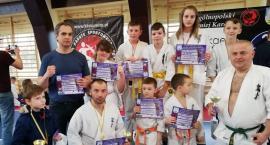 12 medali łowickich karateków