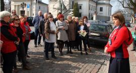 Przewodnicy PTTK opowiedzieli o historii sali radzieckiej łowickiego ratusza (ZDJĘCIA, VIDEO)