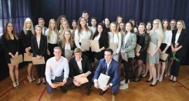 Zakończenie roku szkolnego maturzystów ZSP nr 4 w Łowiczu (DUŻO ZDJĘĆ, VIDEO)