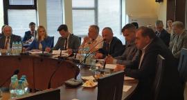 Rada Powiatu Łowickiego przyjęła uchwałę o wprowadzeniu Samorządowej Karty Praw Rodzin
