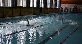 Gimnazjaliści ścigali się na pływalni