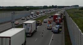 Wypadek z udziałem trzech pojazdów ciężarowych na A2