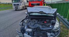 Kolizja samochodu osobowego oraz ciężarówki na autostradzie A2