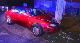 Kiernozia: 39-latek wjechał autem w słup energetyczny. Był nietrzeźwy