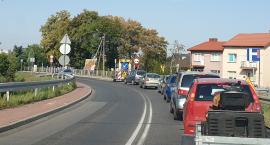 Łatają drogę wojewódzką nr 703 w Łowiczu. Uwaga na utrudnienia