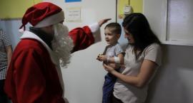 Mali pacjenci spotkali się ze świętym Mikołajem