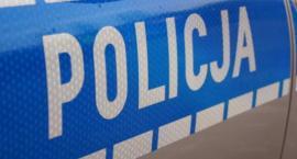 23-latek stracił panowanie nad autem i uderzył w drzewo